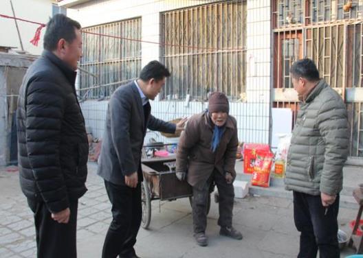 滕州市人大代表高肇林走访慰问贫困家庭