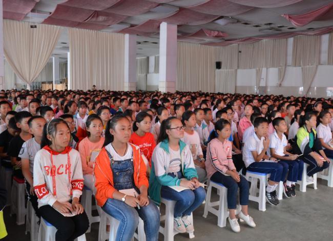 沂水县为1200名学生进行青少年科普报告